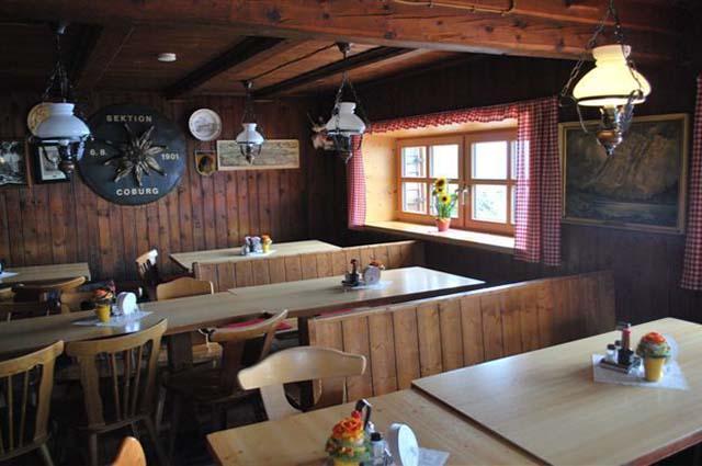 Die Gaststube der Coburger Hütte
